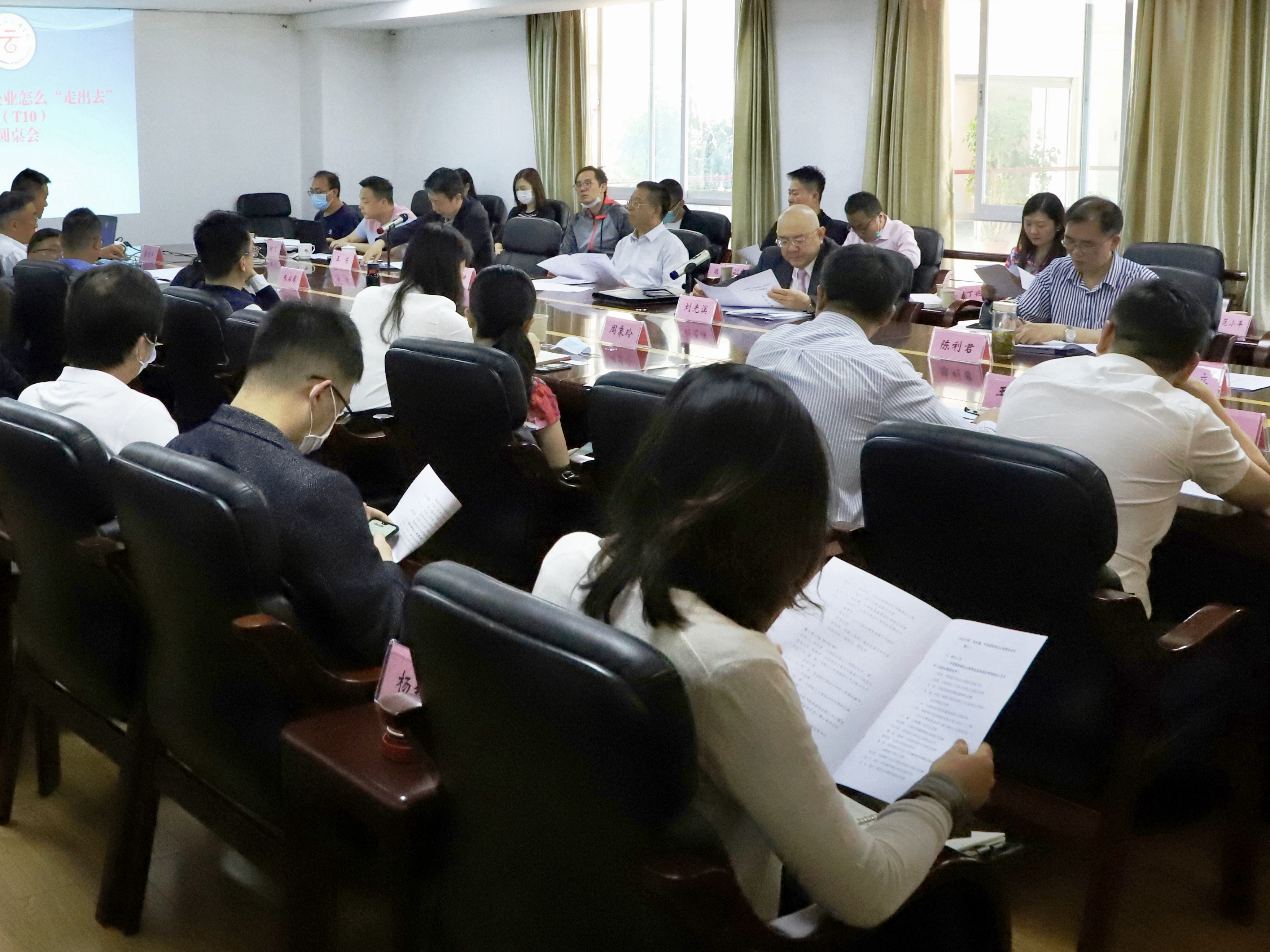 中国(昆明)南亚东南亚研究院举办十人谈(T10)智库圆桌会